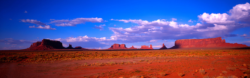 Panoramic view of the buttes of the Monument Valley, Arizona/Utah, USA
