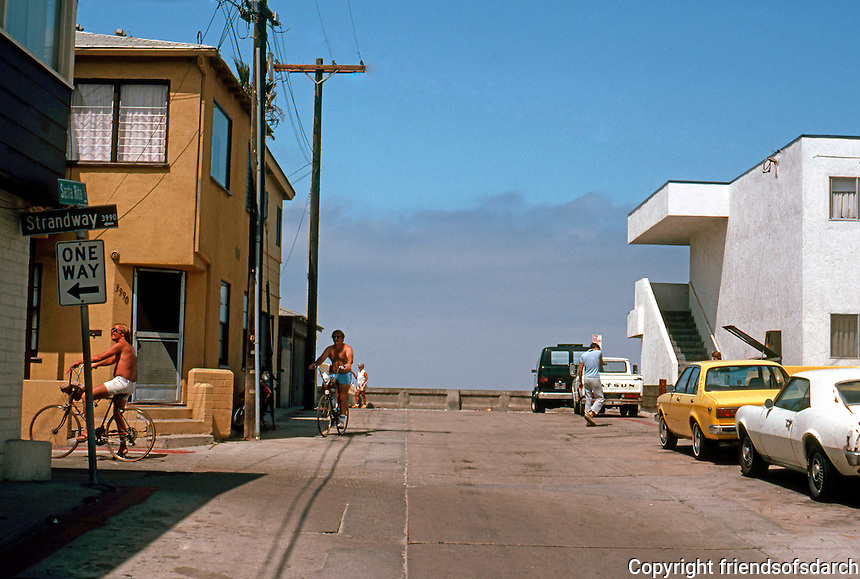 San Diego: Santa Rita Court, Mission Beach--looking to the ocean.  (Photo 1982)