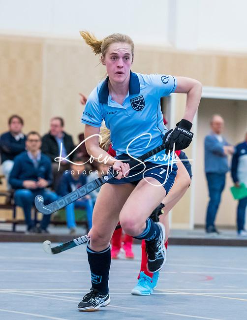DELFT - Elin van Erk (Lar)  tijdens de zaalhockey competitiewedstrijd Laren-Nijmegen. COPYRIGHT KOEN SUYK