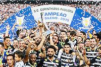 SÃO PAULO, SP, 21.11.2015 - CORINTHIANS-SÃO PAULO - Jogadores do Corinthians comemoram após partida contra o São Paulo jogo válido pela 36ª rodada do Campeonato Brasileiro na Arena Corinthians em Itaquera região leste de São Paulo neste domingo, 21. (Foto: William Volcov/Brazil Photo Press)