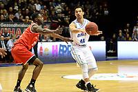 GRONINGEN - Basketbal, Donar - Spirou Basket, Martiniplaza, Europe Cup, seizoen 2018-2019, 20-11-2018, Donar speler Arvin Slagter met Spirou speler Matt Mobley