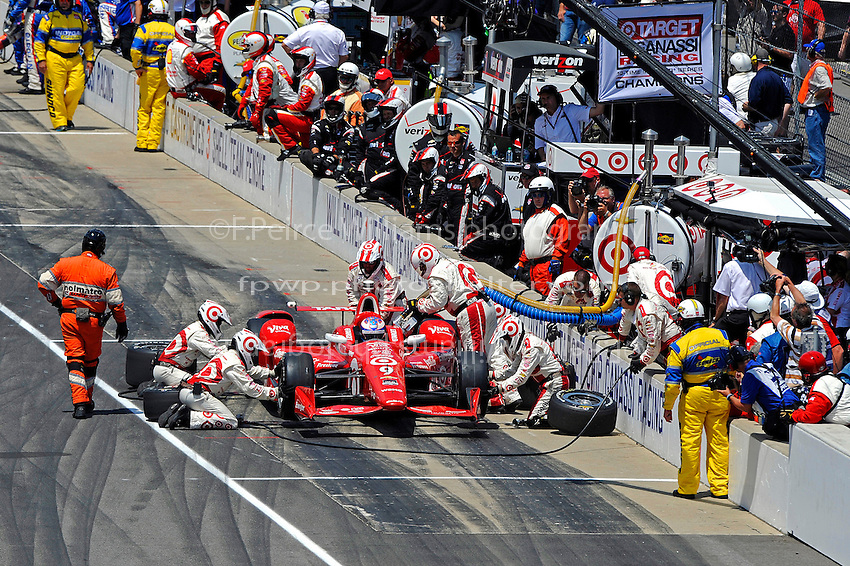 24 May, 2015, Indianapolis, Indiana, USA<br /> Scott Dixon (#9) makes a pit stop.<br /> &copy;2015, F. Peirce Williams