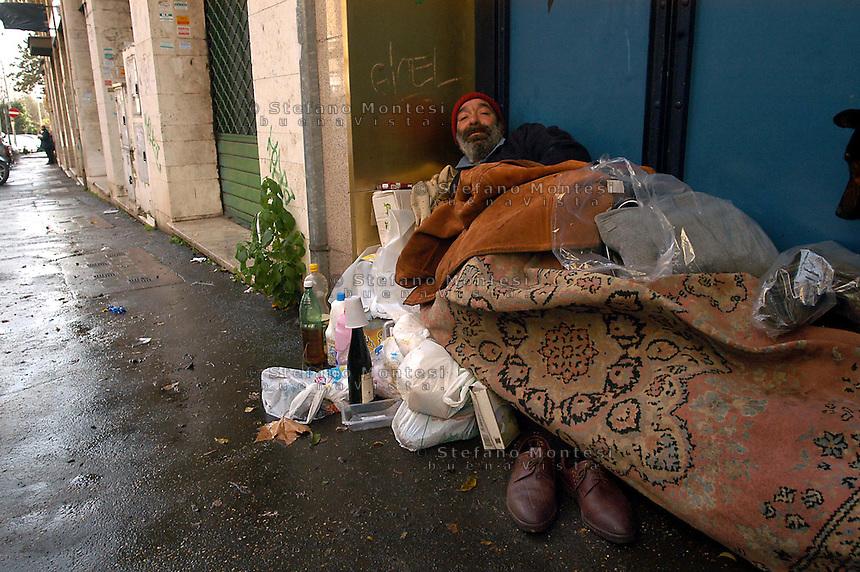 Roma Gennaio 2007.Senza fissa dimora, vive vicino al Parco della Caffarella.Homeless  lives near the Park of Caffarella