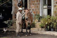 France/DOM/Martinique/Rivière-Pilote/Distillerie La Mauny: Le surveillant des coupeurs de cannes à sucre et son mulet [Non destiné à un usage publicitaire - Not intended for an advertising use]