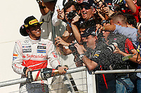 AUSTIN, TEXAS, ESTADOS UNIDOS, 18 NOVEMBRO 2012 - F1 - GP DOS EUA - O piloto britanico Lewis Hamilton celebra vitoria apos vencer o Grande Premio dos Estados Unidos de Formula, na cidade de Austin no Texas, neste domingo, 18. (FOTO: PIXATHLON / BRAZIL PHOTO PRESS).