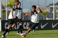 SAO PAULO, SP 27 SETEMBRO 2013 - TREINO CORINTHIANS - O jogador Gil durante o treino de hoje, no Ct. Dr. Joaquim Grava. foto: Paulo Fischer/Brazil Photo Press.