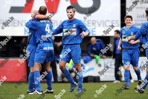 2011-02-06 / Voetbal / seizoen 2010-2011 / KFC Katelijne - RC Mechelen /  Katelijne viert de overwinning..Foto: mpics