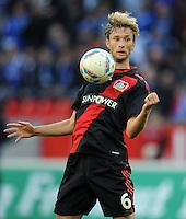 FUSSBALL   1. BUNDESLIGA   SAISON 2011/2012    10. SPIELTAG Bayer 04 Leverkusen - FC Schalke 04                        23.10.2011 Simon ROLFES (Bayer 04 Leverkusen) Einzelaktion am Ball