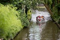 Belgique, Flandre Occidentale, Bruges, centre historique classé Patrimoine Mondial de l'UNESCO  Promenade en bateau , excursion touristique sur les canaux de la vieille ville //  Belgium, Western Flanders, Bruges, historical centre listed as World Heritage by UNESCO, Boat, sightseeing tour on the canals of the old city
