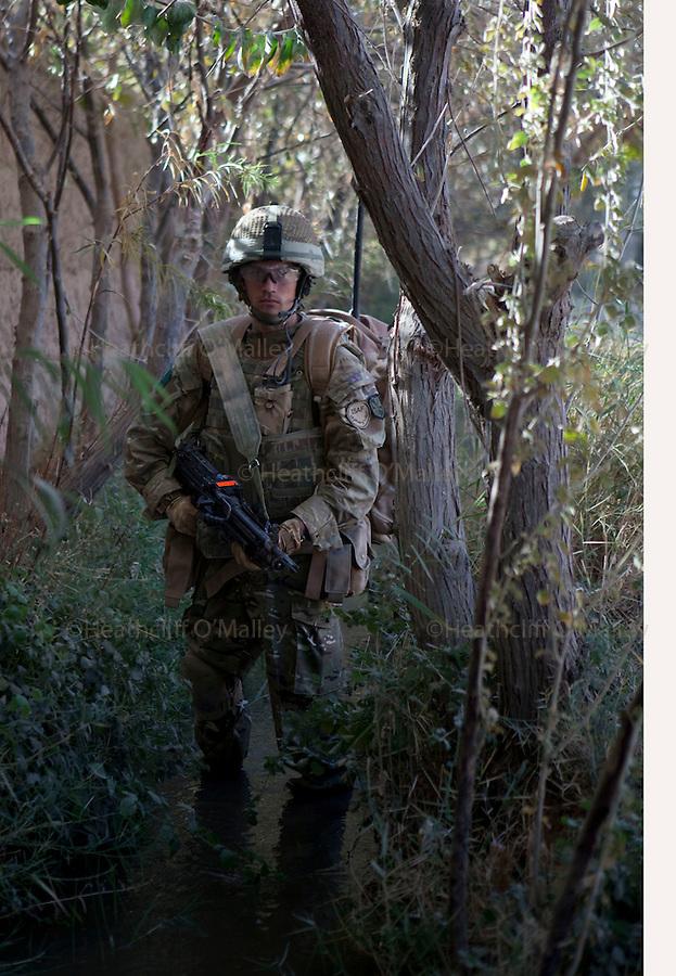 Mcc0027461 . Daily Telegraph..Pvt Stuart Garrett..Paratroopers from 5 platoon, B coy 3 Para on patrol out of PB Washiran in northern Nad e Ali....Helmand 26 November 2010