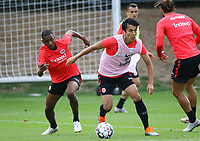 Allen Rodrigues de Souza (Eintracht Frankfurt) gegen Makoto Hasebe (Eintracht Frankfurt) - 28.08.2018: Eintracht Frankfurt Training, Commerzbank Arena, DISCLAIMER: DFL regulations prohibit any use of photographs as image sequences and/or quasi-video.