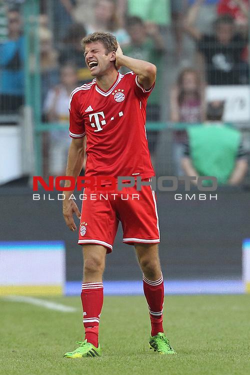 21.07.2013, Borussia Park, Moenchengladbach, GER, Telekom Cup 2013, Borussia M&ouml;nchengladbach vs FC Bayern M&uuml;nchen, im Bild<br /> Thomas M&uuml;ller / Mueller (Muenchen #25) Verletzung / verletzt / Schmerzen <br /> <br /> Foto &copy; nph / Mueller