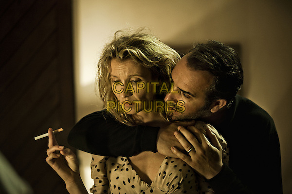 Alexandra Lamy & Jean Dujardin.in The Players (2012) .(Les infideles).*Filmstill - Editorial Use Only*.CAP/NFS.Supplied by Capital Pictures.