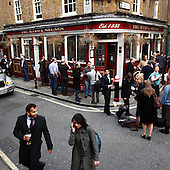 "London, Great Britain, April 2010:.Young guests during lunchtime by the ""The hands and shears"" pub at the City. Due to ban of smoking more pub goers spend their time on the street near the pub..(Photo by Piotr Malecki / Napo Images)..Londyn, Wielka Brytania, Kwiecien 2010:.Goscie kolo pubu ""The hands and shears"" w londynskim City. Z powodu zakazu palenia w pubach mnostwo ludzi wybiera picie piwa na ulicy..Fot: Piotr Malecki / Napo Images"