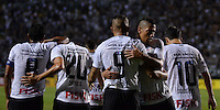 ATENÇÃO EDITOR: FOTO EMBARGADA PARA VEÍCULOS INTERNACIONAIS - SÃO PAULO, SP, 10 NOVEMBRO DE 2012 - CAMPEONATO BRASILEIRO - CORINTHIANS x CORITIBA: Guerreiro comemora gol durante partida Corinthians x Coritiba, válida pela 35ª rodada do Campeonato Brasileiro de 2012, em partida disputada no Estádio do Pacaembu em São Paulo. FOTO: LEVI BIANCO - BRAZIL PHOTO PRESS