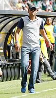 SÃO PAULO, SP,25 JANEIRO 2012 - COPA SAO PAULO DE FUTEBOL JUNIOR 2012 - <br /> O tecnico Narciso durante partida entre as equipes do Corinthians x Fluminense realizada no Estádio Paulo Machado de Carvalho (SP), válido pela final da Copa São Paulo de Futebol Junior 2012, na manhã desta  quarta feira (25). (FOTO: ALE VIANNA - NEWS FREE).