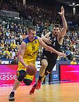 14.04.2018, EWE Arena, Oldenburg, GER, BBL, EWE Baskets Oldenburg vs s.Oliver W&uuml;rzburg, im Bild<br /> <br /> Rasid MAHALBASIC (EWE Baskets Oldenburg #24)<br /> Owen KLASSEN (s.Oliver W&uuml;rzburg #4)<br /> Foto &copy; nordphoto / Rojahn