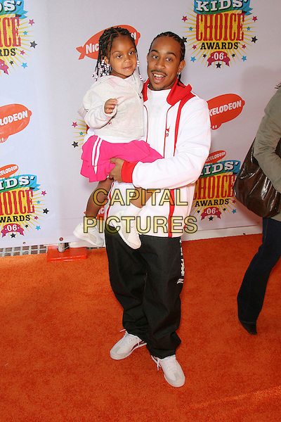 "CHRIS ""LUDACRIS"" BRIDGES & KARMA BRIDGES.Nickelodeon's 19th Annual Kids' Choice Awards held at Pauley Pavilion, Westwood, California, USA.  .April 1st, 2006.Photo: Zach Lipp/AdMedia/Capital Pictures.Ref: ZL/ADM.full length carrying lifting daughter father family pink red .www.capitalpictures.com.sales@capitalpictures.com.© Capital Pictures."