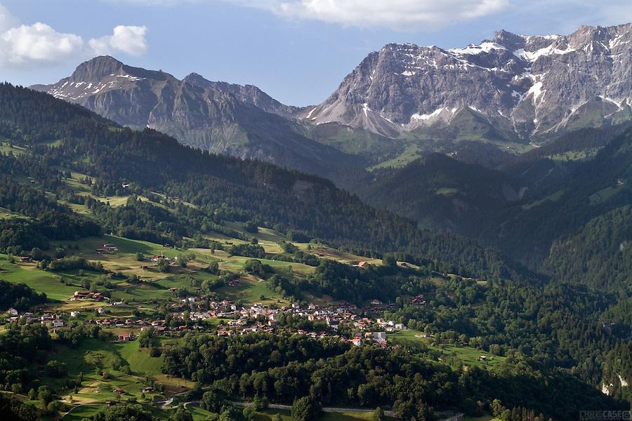 Seewis im Prättigau, above Grüsch, Switzerland, with the Vilan peak (left) and the Sassauna ridgeline in the background.
