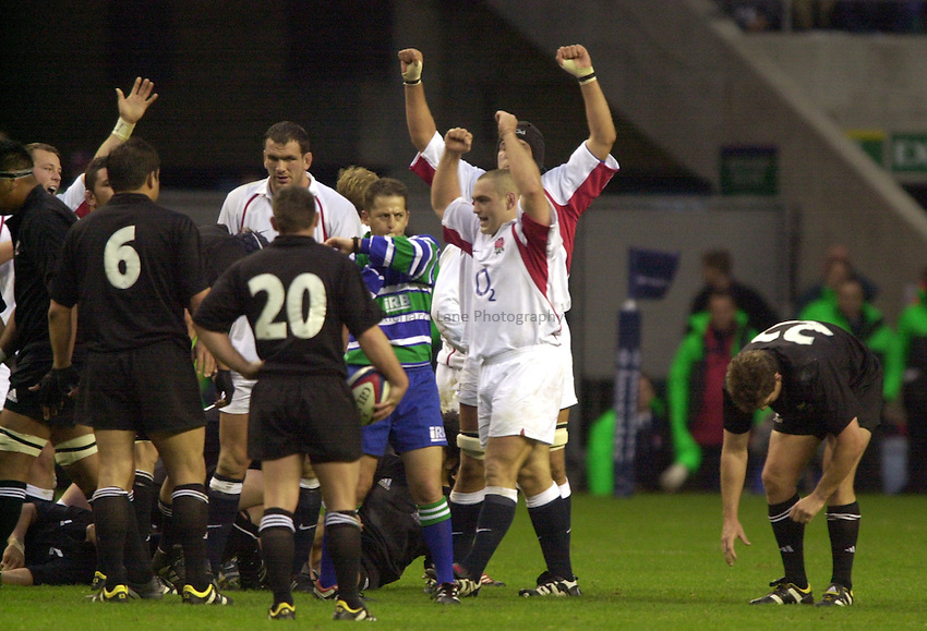 Photo: Richard Lane..England v New Zealand. Investec Challenge at Twickenham. 09/11/2002..England celebrate victory over the All Blacks.