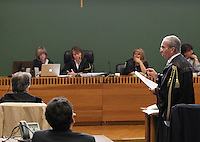 Avvocato Michele Cerabona nell   aula del tribunale di napoli  prima della sua deposizone nel processo contro Valter Lavitola