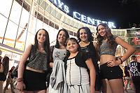 American Juventus and lifestyle. They attend the Miley Cyrus concert at the US Airways Center in Phoenix, AZ. Fans Fans, girls, women, women, clothes, clothes, clothes sesy, sexy, sexuality, liberal, feminine, sensual, young.<br /> (Photo: Luis Gutierrez / NortePhoto.com)<br /> <br /> Juventus estadounidense y estilo de vida. Asisten al concierto de Miley Cyrus en US Airways Center en Phoenix, AZ. Fans. Fanáticos, chicas, mujer, mujeres, vestimenta, ropa, ropa sesy, sexy, sexualidad, liberal, femenina, sensual, joven. <br /> (Foto: Luis Gutierrez / NortePhoto.com)