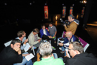SCHAATSEN: ZAANDAM: 08-10-2013, Taets art Gallery, Perspresentatie Team Beslist.nl, De pers in gesprek met Mark Tuitert, ©foto Martin de Jong