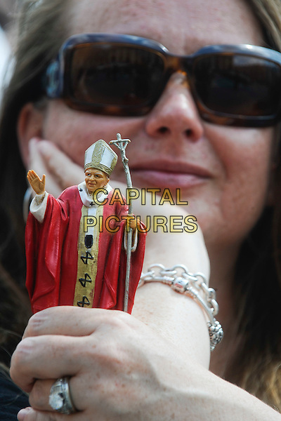 ATMOSPHERE .Pope Benedict XVI presided at the general audience in St Peter's Square in front of thousands of faithful, Vatican City,.May 4th, 2011.religion religious catholic holy faith gv general view fan doll statue sunglasses shades .CAP/EPS/GG.©Giuseppe Giglia/EPS/Capital Pictures