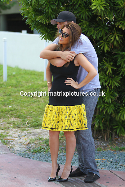 NON EXCLUSIVE PICTURE: MATRIXPICTURES.CO.UK.PLEASE CREDIT ALL USES..UK, AUSTRALIA, NEW ZEALAND AND ASIA RIGHTS ONLY..Reality television stars Kourtney Kardashian and Scott Disick are seen going for a stroll outside their hotel in Miami, Florida. ..The couple were followed by their reality camera crew the whole time so the world could keep up with this Kardashian...SEPTEMBER 18th 2012..REF: KDA 123930..XIM