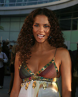 "©2004 KATHY HUTCHINS /HUTCHINS PHOTO.PREMIERE OF ""CATWOMAN"".HOLLYWOOD, CA.JULY 19, 2004..HALLE BERRY"