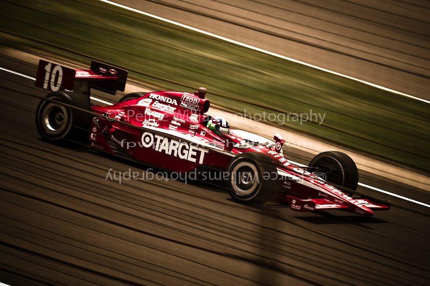 Dario Franchitti (#10) races to victory.