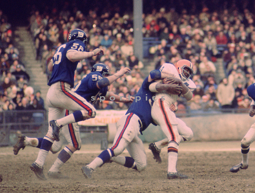 Cleveland Browns Leroy Kelly (44) during a game against the New York Giants on Decemeber 21,1969 at Yankee Stadium in the Bronx, New York. The New York Giants beat the Cleveland Browns 127-14. Leroy Kelly played for 10 seasons all with the Cleveland Browns He was a 6-time Pro Bowler and was inducted into the Pro Football Hall of Fame in 1994.(SportPics)