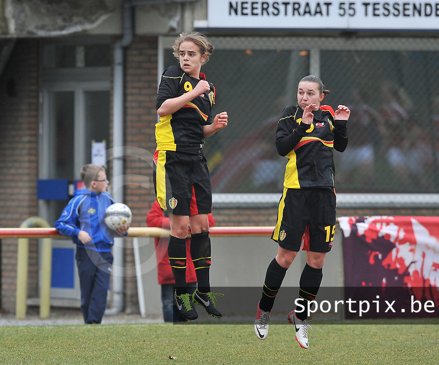 Denmark U17 - Belgium U17 : Amber Maximus en Jody Vangheluwe in de sprong.foto DAVID CATRY / Vrouwenteam.be