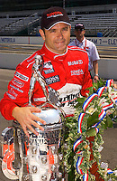 87th Indianapolis 500, Indianapolis Motor Speedway, Speedway, Indiana, USA  25 May,2003.Winner Gil de Ferran with the Borg-Warner Trophy..World Copyright©F.Peirce Williams 2003 .ref: Digital Image Only..F. Peirce Williams .photography.P.O.Box 455 Eaton, OH 45320.p: 317.358.7326  e: fpwp@mac.com..