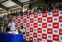 ATENCAO EDITOR IMAGEM EMBARGADA PARA VEICULOS INTERNACIONAIS - RIO DE JANEIRO, RJ, 23 OUTUBRO 2012 - USAIN BOLT RIO DE JANEIRO - O prefeito Eduardo Paes e o velocista jamaicano Usain Bolt visitam a Vila Olímpica do Mato Alto, na Zona Oeste, onde 7.385crianças e adolescentestreinam 19 modalidades esportivas, como atletismo,natação,voleibol, basquete, e judô. O atleta bicampeão Olímpico e Mundial vai conhecer o projeto de Vilas Olímpicas e Centros Esportivos do município, que já conta com 19 unidades na cidade. Além de alunos da rede municipal, os espaços também atendem adultos e idosos, oferecendo atividades esportivas e recreativas, inclusive para portadores de deficiência. Até o fim do ano, mais uma Vila Olímpica, no Encantado, será inaugurada., em Jacarepagua regiao oeste do Rio de Janeiro, nesta terca-feira, 23. (FOTO: RONALDO BRANDAO  / BRAZIL PHOTO PRESS).