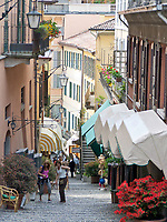Italien, Lombardei, Comer See, Bellagio: Altstadtgasse - Treppen | Italy, Lombardia, Lake Como, Bellagio: old town lane - stairs
