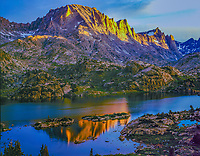 Fremont Peak, Bridger Wilderness, Wyoming Wind River Range  Bridger/Teton National Forest, Reflection in Island Lake