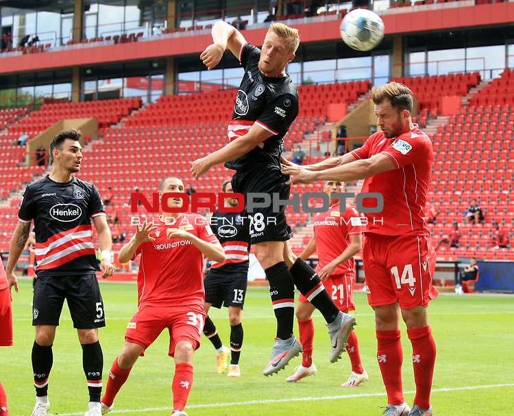 27.06.2020, Stadion an der Wuhlheide, Berlin, GER, DFL, 1.FBL, 1.FC UNION BERLIN  VS. Fortuna Duesseldorf , <br /> DFL  regulations prohibit any use of photographs as image sequences and/or quasi-video<br /> im Bild Ken Reichel (1.FC Union Berlin #14), Rouwen Hennings (Fortuna Duesseldorf #28)<br /> <br /> <br />      <br /> Foto © nordphoto / Engler