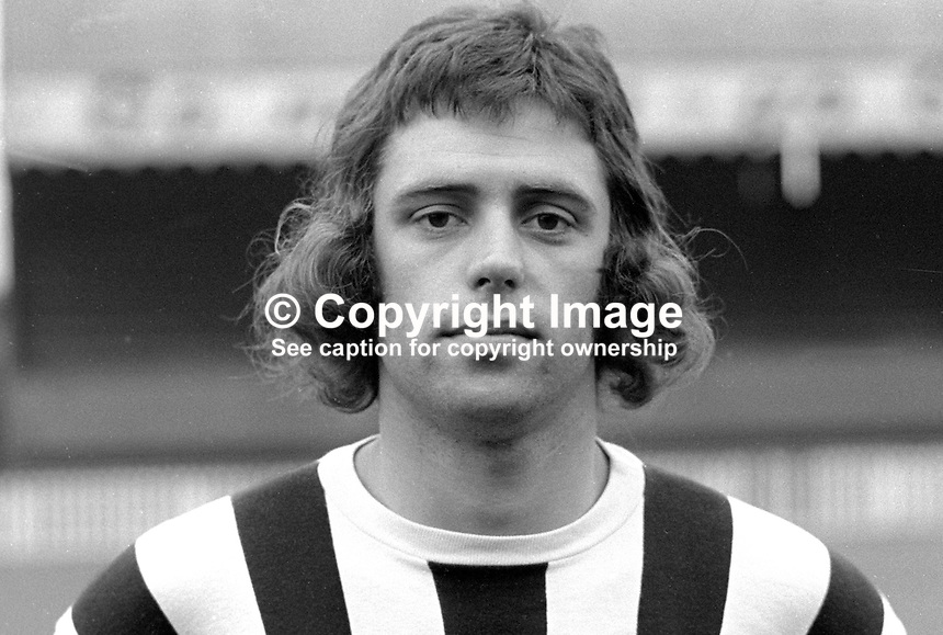 Philip Hunter, footballer, Crusaders FC, Belfast, N Ireland, 197208000506..Copyright Image from Victor Patterson, 54 Dorchester Park, Belfast, United Kingdom, UK...For my Terms and Conditions of Use go to http://www.victorpatterson.com/Victor_Patterson/Terms_%26_Conditions.html