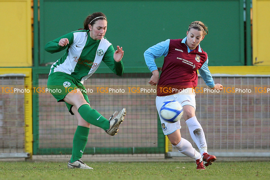 Jo Woodgates in action for West Ham - West Ham United Ladies vs Keynsham Town Ladies - FA Women's Premier League Southern Division Football at Ship Lane, Thurrock FC - 30/01/11 - MANDATORY CREDIT: Gavin Ellis/TGSPHOTO - Self billing applies where appropriate - Tel: 0845 094 6026
