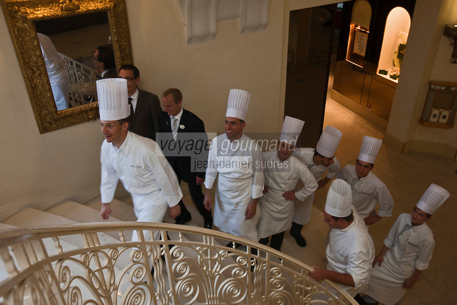 Europe/France/Rhône-Alpes/74/Haute Savoie/ Evian-les-Bains:  Patrice Vander et sa brigade  Evian Royal Resort - Restaurant Edouard VII,