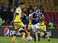 BOGOTA - COLOMBIA - 22 – 03 - 2018: David Mackalister Silva (Der.) jugador de Millonarios disputa el balón con Diego Barreto (Izq.) jugador de Alianza Petrolera, durante partido aplazado de la fecha 8 entre Millonarios y por la Liga Aguila I 2018, jugado en el estadio Nemesio Camacho El Campin de la ciudad de Bogota. / David Mackalister Silva (R) player of Millonarios vies for the ball with Diego Barreto (L) player of Alianza Petrolera, during a posponed match of the 8th date between Millonarios and Alianza Petrolera, for the Liga Aguila I 2018 played at the Nemesio Camacho El Campin Stadium in Bogota city, Photo: VizzorImage / Luis Ramirez / Staff.