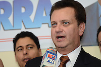 SAO PAULO, 04 DE JUNHO DE 2012 - SERRA PR -  o Prefeito Gilberto Kassab em reuniao de apoio politico ao candidato Jose serra, na sede do Partido da Republica. na Avenida Republica do Libano, regiao sul da capital, na tarde desta segunda feira. FOTO: ALEXANDRE MOREIRA - PHOTO PRESS
