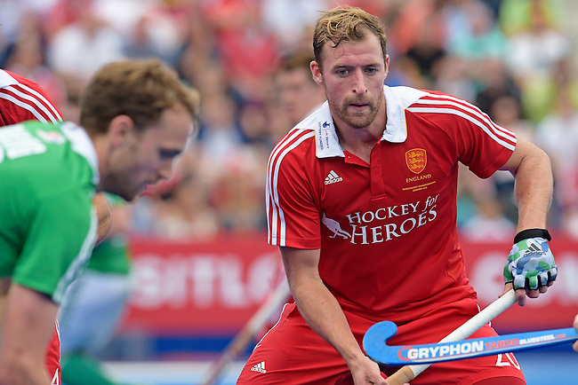 ENG - London, England, August 29: During the men bronze medal match between Ireland (green) and England (red) on August 29, 2015 at Lee Valley Hockey and Tennis Centre, Queen Elizabeth Olympic Park in London, England. Final score 4-2 (2-2). (Photo by Dirk Markgraf / www.265-images.com) *** Local caption *** Dan SHINGLES #20 of England