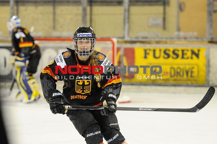 03.10.2014, , F&uuml;ssen, GER, Eishockey Frauen, Deutschland vs Russland , im Bild Julia Seitz #2<br /> <br /> <br /> <br /> <br /> Foto &copy; nordphoto / Hafner