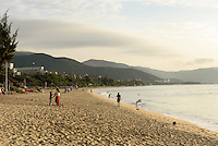 Strand an der Sanya Bay beim Club Med auf der Insel Hainan, China<br /> Beach at Sanya Bay near Club Med  Hainan island, China