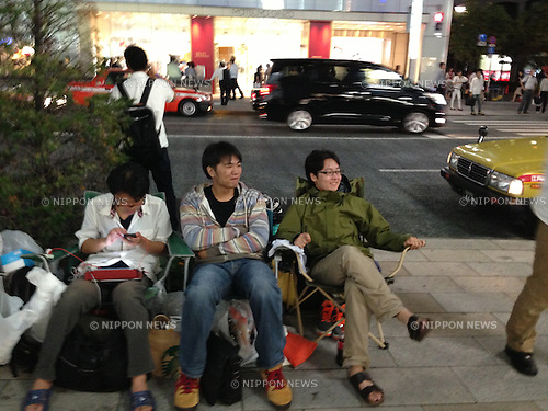 September 17, 2013, Tokyo, Japan - Nothing, not even a typhoon, seems to prevent these hard-core Apple lovers from getting new iPhones as a small group of prospective buyers camp out in front of the Apple Store in Tokyo's bustling Ginza shopping district from Thursday, September 12, more than a week before the scheduled launch of iPhone 5s and lower-cost iPhone 5c. Apple announced the new mobile phones will be available in stores in Japan, U.S. and seven other countries on September 20. (Photo by Francesco Libassi/AFLO)