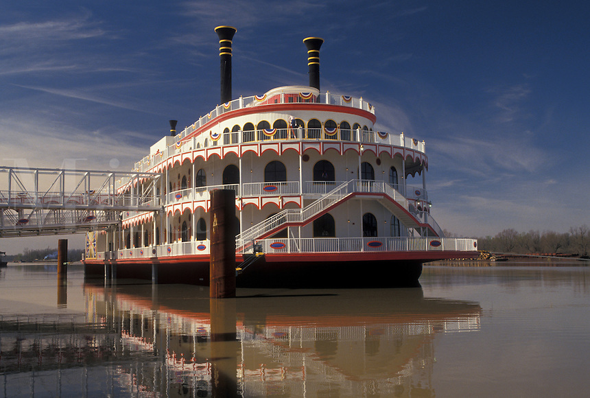casino, riverboat, steamboat, Mississippi, Vicksburg, Mississippi River, MS, Harrah's Riverboat Casino on the Mississippi River in Vicksburg.