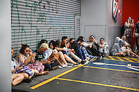 SAO PAULO, SP, 28.03.2015 - MOVIMENTAÇAO LOLLAPALOOZA - AUTODROMO INTERLAGOS, SP - Movimentação externa do Lollapalooza 2015, na região do Autodromo de Interlagos, neste domingo, 29. (Douglas Pingituro / Brazil Photo Press)