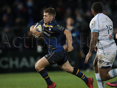13.01.2017. RDS Arena, Dublin, Ireland. European Champions Cup Rugby. Leinster versus Montpellier.<br /> Luke McGrath (Leinster) breaks through to score a try.
